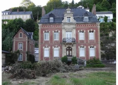 Lovely manor home being restored in Caudebec
