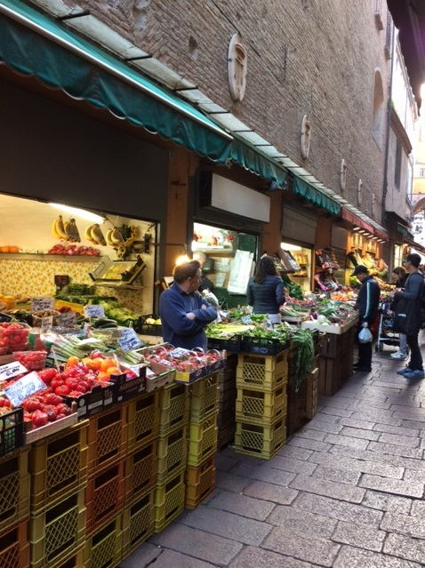 CE Share Mary J Grocery shopping in Bologna